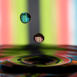 by John Geddes - Abstract Water Drops & Splashes