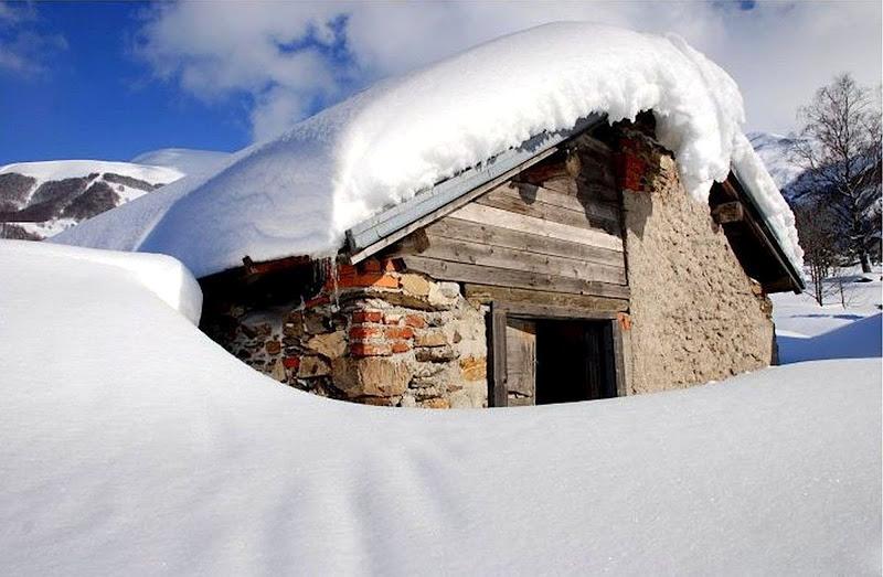 La casetta sotto la neve di Luciano Fontebasso