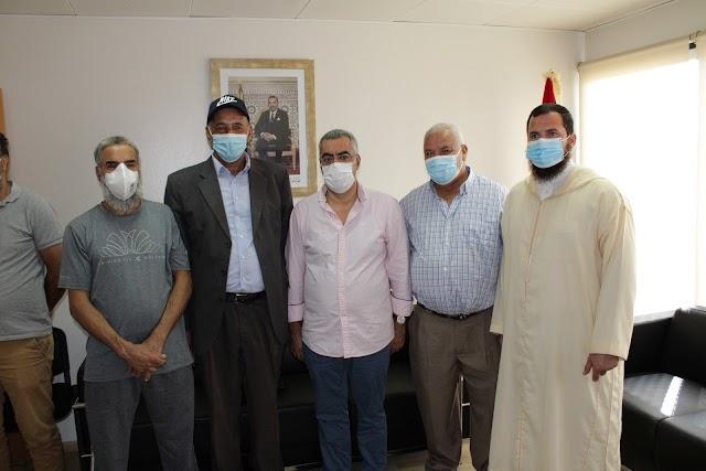 Representantes de la Comunidad Musulmana de Campohermoso junto al cónsul.