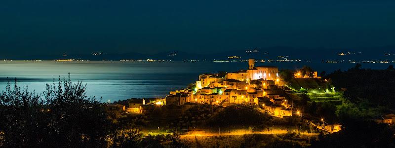 Roseto Capo Spulico di notte di antonio_toscano
