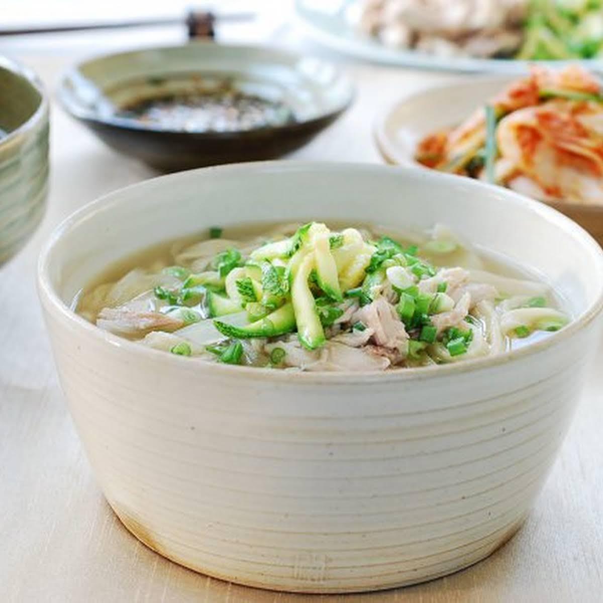 Dak Kalguksu (Korean Chicken Noodle Soup)