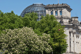 Photo: The Reichstag from the Brandenburg Tor