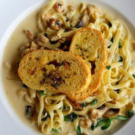 Fetucini by Mulawardi Sutanto - Food & Drink Plated Food ( trave, lezat, pasta, enak, food, fetucini, bandung )