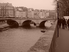 Photo: A view down the Seine, towards the Pont Neuf, the oldest bridge over the river. It was a sensation when built in 1607, and heavily traveled: it was said that one could not traverse the bridge without passing a monk, a white horse, and a loose woman.