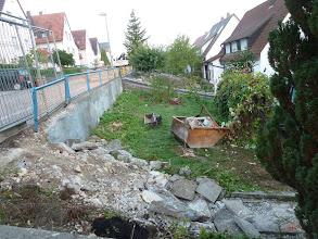 Photo: noch ist oben Wiese zu sehen.... auf das Trümmerfeld wird später unser Müll usw. seinen festen Platz finden.