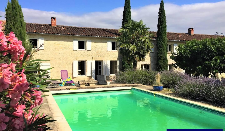 Maison avec piscine et terrasse Verteuil-sur-Charente