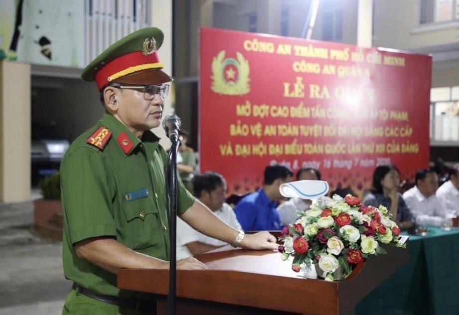 Đại tá Lê Văn Bích - Ủy viên Ban Thường vụ Quận ủy, Trưởng Công an Quận 8 phát biểu và chỉ đạo tại buổi lễ.