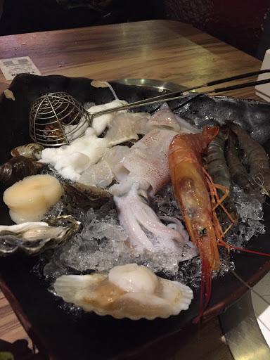 价格很便宜...味道也不错!海鲜、雪花牛肉都很新鲜!不错!好料!
