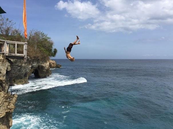 Mahana Point Cliff Jump