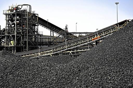 Indië nooi bote vir steenkool uit en beëindig die byna monopolie van Coal India