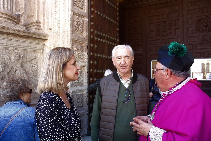 La delegada de Gobierno, Maribel Sánchez; el ex alcalde, Juan Megino; y el vicario general de la Diócesis y consiliario, Miguel Romera.