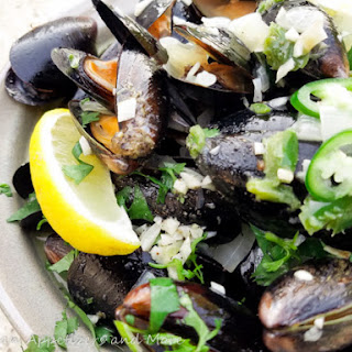 Spicy Mussels in White Wine Sauce.