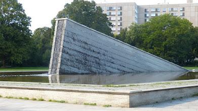 """Photo: Invalidenpark; Girot """"Mauerbrunnen"""""""