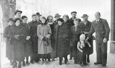 Photo: Alt und jung: Maridl,Zenzl,Toni,Franzi,Walter,Alois,Stefanie,Camilla,Sepp, Lini,Marianne,Fritz, Fritzi,Wolfgang,???(Andorf),Engelbert