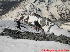 Photo: IMG_8938 i quattro milanesi sulla Suldengrat, loro passano sotto, meglio, io quasi scivolo