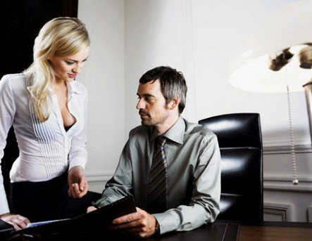 Vợ cặp bồ với sếp là cú sốc lớn với mọi ông chồng