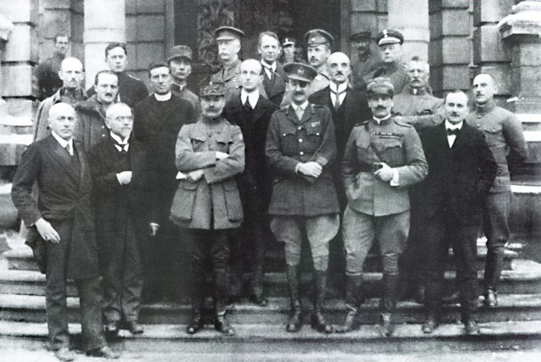 Тоді ж зроблене фото з українськими делегатами. Відчувається менш дружня атмосфера