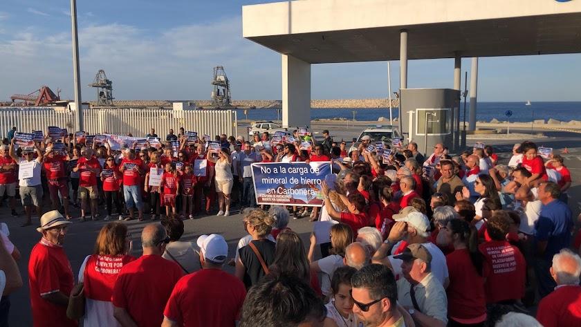 Concentración contra la llegada del mineral de Alquife celebrada el pasado mes en el Puerto de Carboneras.
