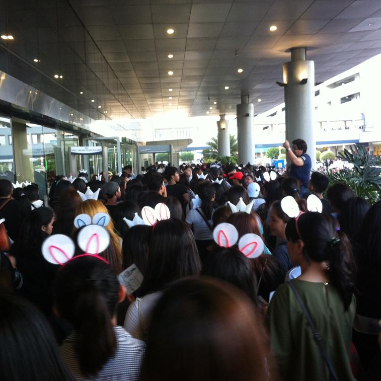 BTS-Wings-Tour-Entrance-Line