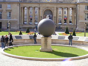 Photo: A principal feature of the Main Courtyard is the Sphere of Human Rights (Walter de Maria, 1989). The semicircular backdrop is engraved with the 17 Articles of the Declaration of Human Rights.