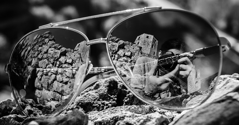 Mondo dentro gli occhiali di Adriano
