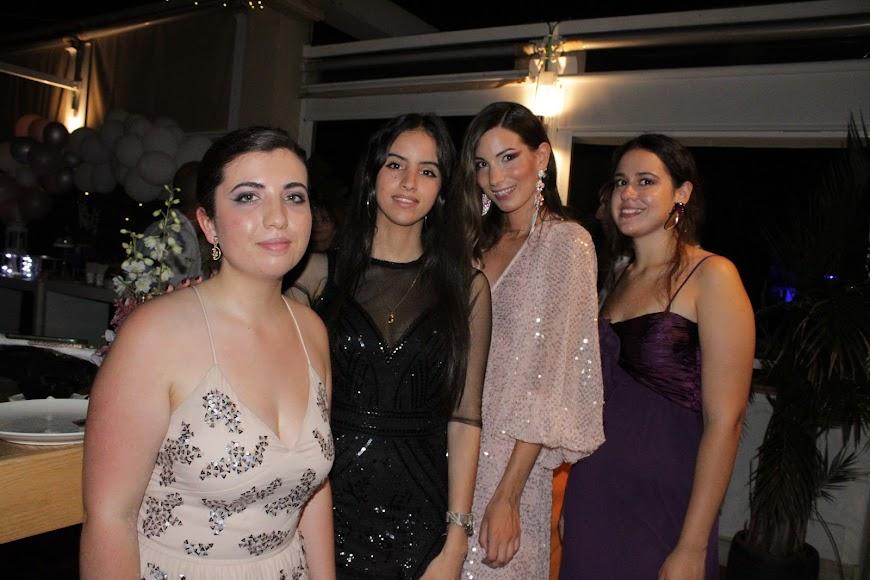 Jara Liria Rivas junto a sus amigos.