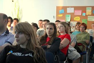 Photo: Цілий ряд дівчат! Ось хто справді цікавиться новинками Google!