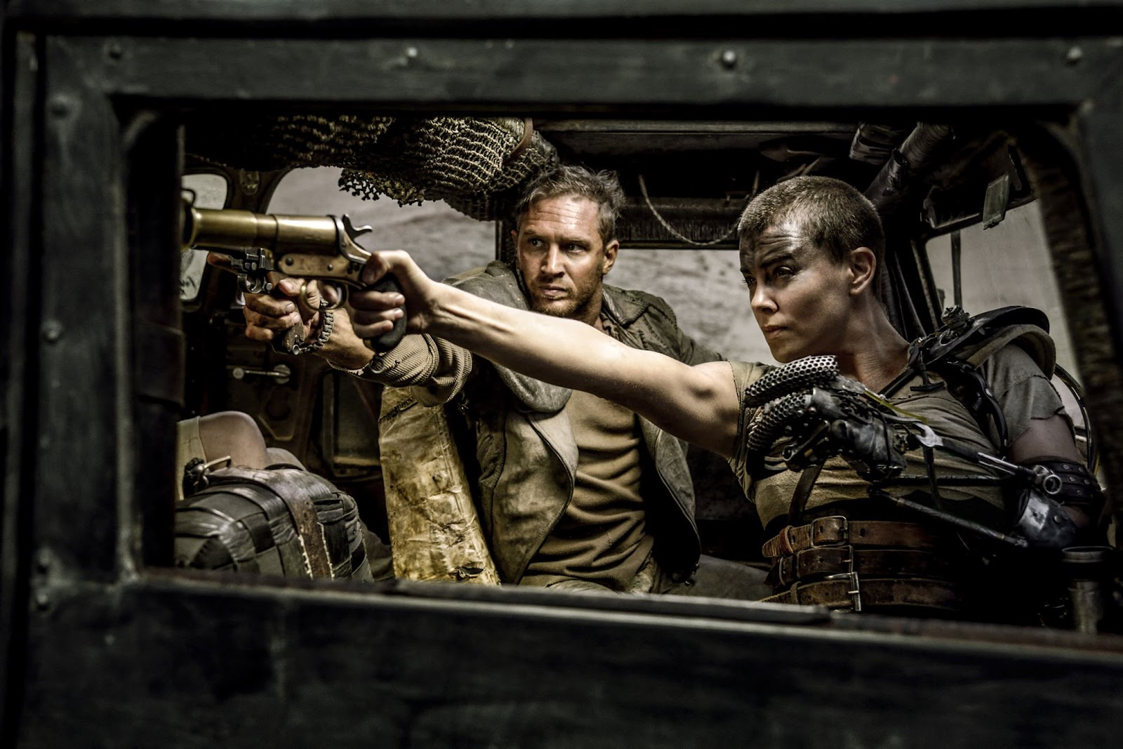 mad-max-fury-road-tom-hardy-charlize-theron.jpg