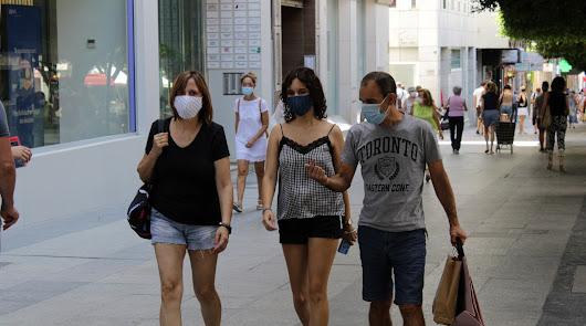 Andalucía supera los 100 brotes con más de 1.000 positivos asociados