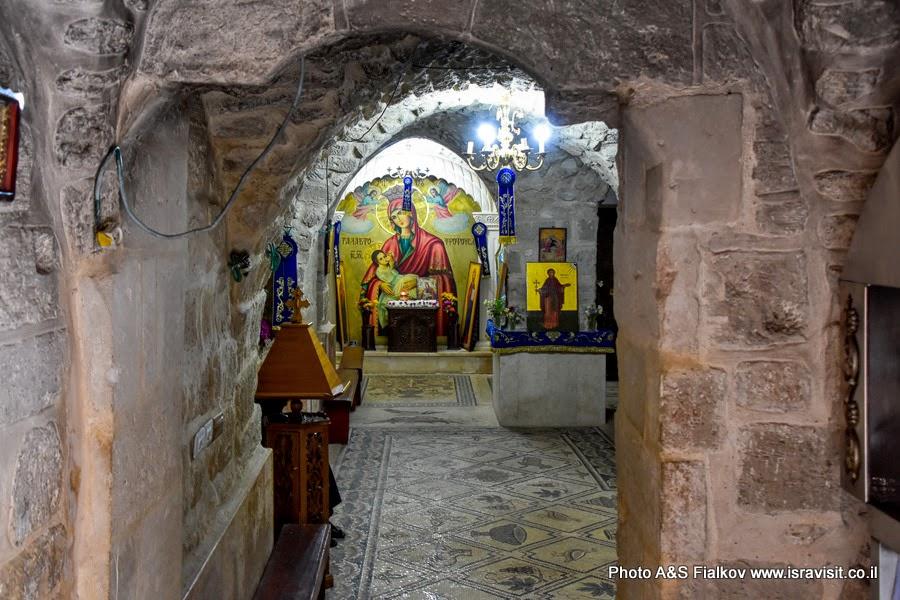 Нижний храм (крипта) в монастыре Герасима Иорданского в Иудейской пустыне.