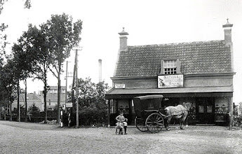 Photo: 1920-30 Halte voor den stoomtram De Roskam