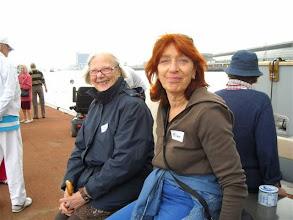 Photo: Corrie Hoogland is vrijwilliger in Bernardus en Minni Cohen bij de Huurdersvereniging Centrum. Foto Ann Kahlé