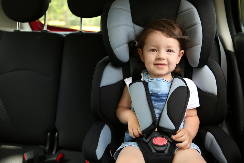 Nova lei de trânsito estipula altura de crianças para o uso de cadeira de segurança.(Fonte: Shutterstock/Africa Studio/Reprodução)