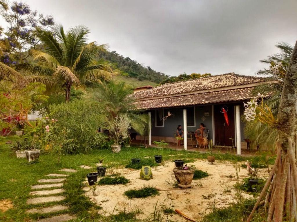 Casa com 3 dormitórios à venda, 200 m² por R$ 600.000,00 - Bazílio - Rio Bonito/RJ