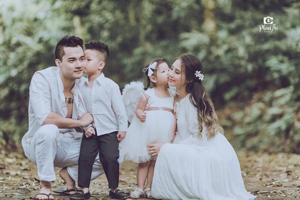 Trong hình ảnh có thể có: 2 người, mọi người đang cười, mọi người đang đứng, đám cưới và ngoài trời