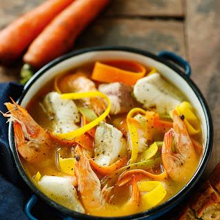 Bouillabaisse mit frischem Gemüse