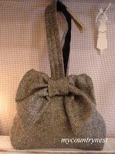 Photo: borsa fiocco, modello di ispirazione vintage di Emma Brennan, in tweed di lana