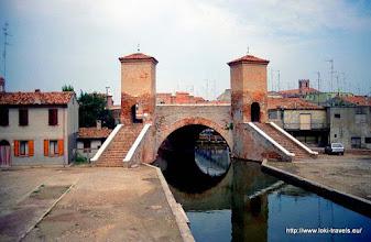 Photo: 26 juli. Italië. Comacchio. Trepontibrug uit 1634.