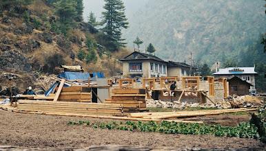 Photo: ein neues Haus entsteht in Benkar