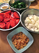 Photo: crispy fried shallots and other ingredients for soup