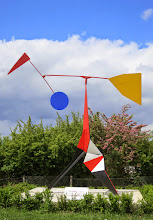 Photo: Crinkly (1969) - stabile mobile par Alexander Calder