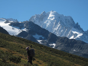 Photo: ... while the Aigulle Vert (13,524 ft / 4122 m) rises to our right.