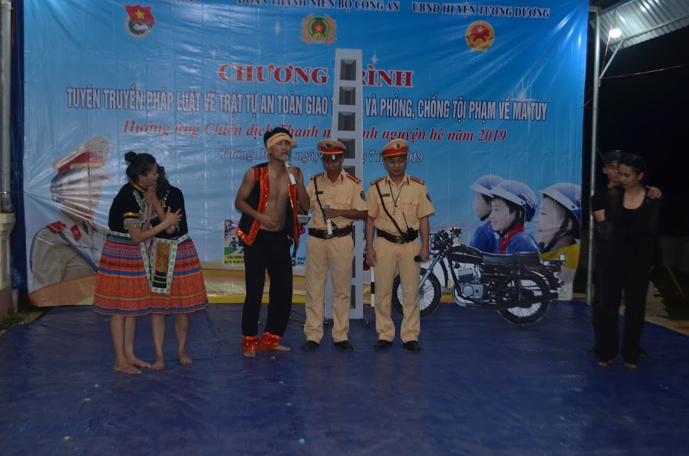 Đoàn thanh niên Công an tỉnh Nghệ An với một tiểu phẩm tuyên truyền pháp luật về tội phạm mua bán người.
