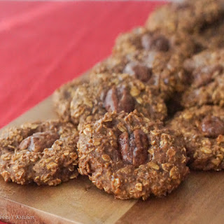 Healthy Pumpkin Pecan Pie Oatmeal Cookies.