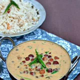 Jaisalmeri Chana | Black Chickpeas in Yogurt Gravy.