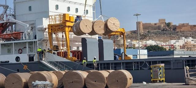 Crece el tráfico de mercancías en el Puerto de Almería.