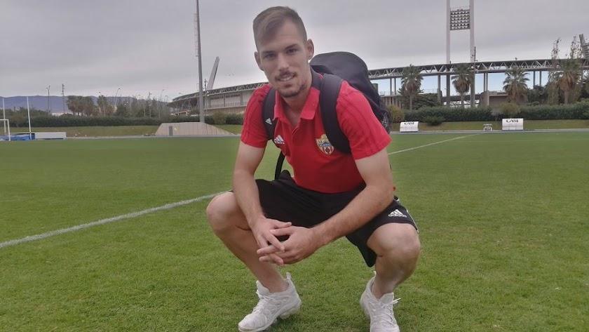 Rubén Enri posa para LA VOZ en el campo Anexo.