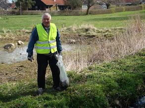 Photo: Glæde over at bækken bliver ryddet for affald