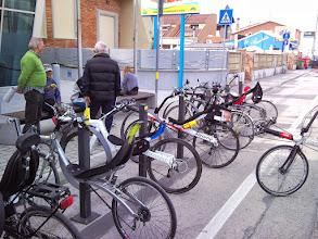 Photo: bici parcheggiate davanti al www.pesceazzurro.it