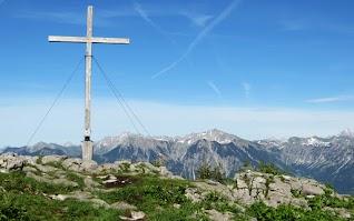 Beseler Gipfelkreuz Blick Rotspitze Großer Daumen Nebelhorn Hochvogel Obermaiselstein Allgäu